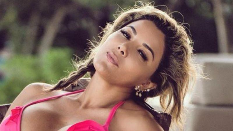 Fuego en Televisa: Aleida Núñez se va a la playa y deslumbra con tremendo bañador amarillo