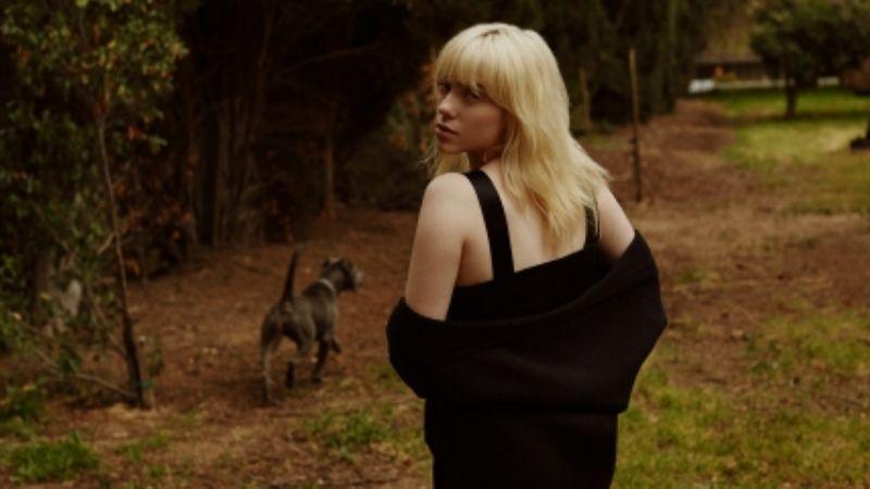 Billie Eilish luce encantadores atuendos mientras habla de su nuevo disco para Rolling Stone