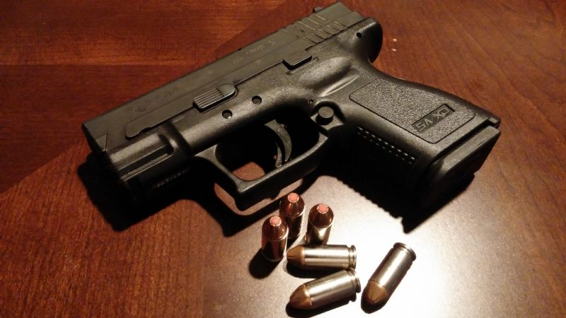 A sangre fría: Hombres armados acribillan a 2 sujetos en plena calle; uno muere al momento
