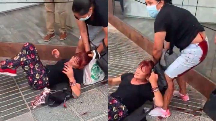 VIDEO: Española apuñala por la espalda a una latina formada en un banco de alimentos