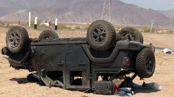 Volcadura de camioneta en carretera deja un muerto y 4 heridos; se dirigían a Sonora