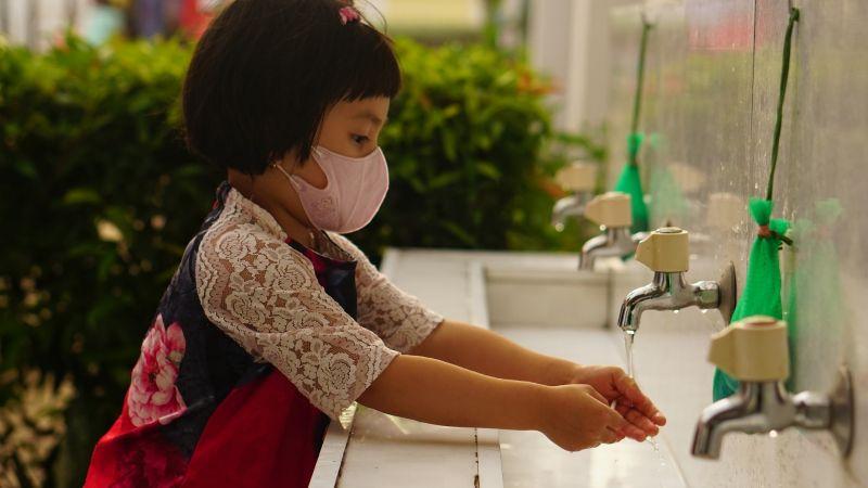 Macabro hallazgo: 1.8 millones de niños morirían en el mundo por no lavarse las manos