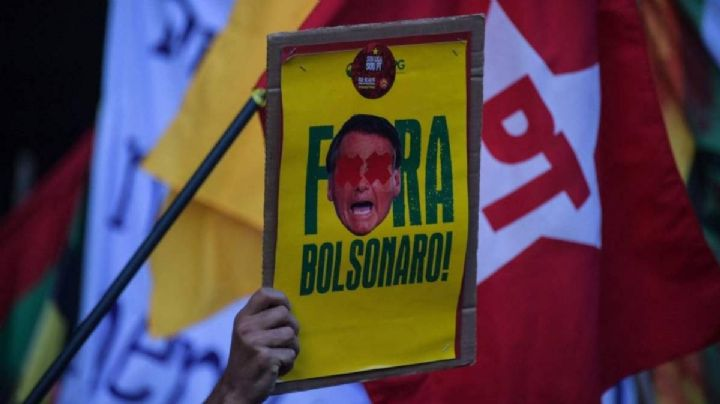 Manifestantes salen a las calles de Brasil para protestar contra Bolsonaro por muertes de Covid-19