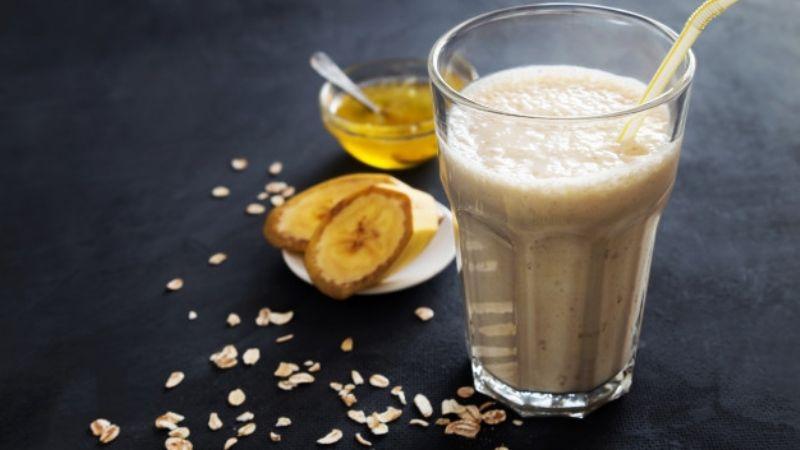 Reinventa el sabor del café de las mañanas con esta versión de smoothie de plátano
