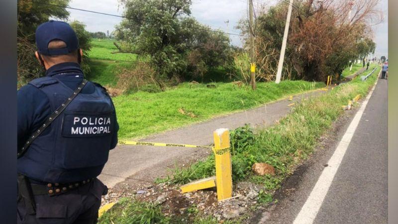 Sangriento feminicidio: Mujer es localizada con 10 balazos en la carretera; murió en el hospital
