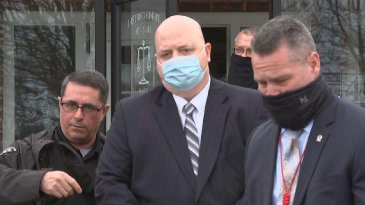 Expolicía de Pennsylvania enfrenta 122 cargos de abuso sexual en contra de cinco menores