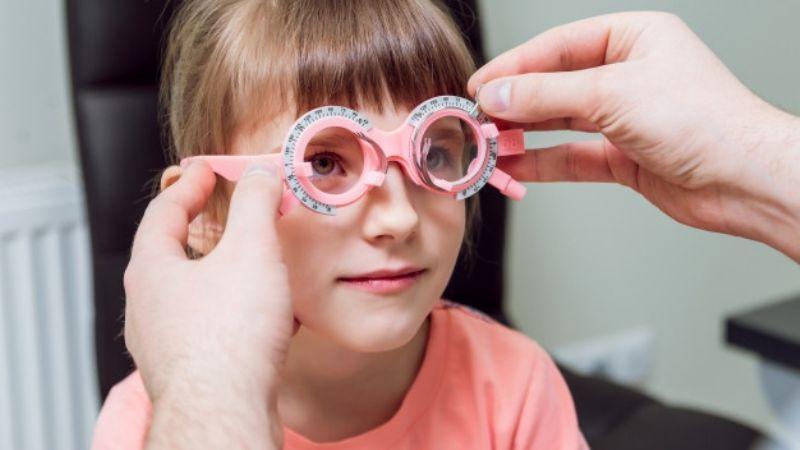 Expertos aseguran que la miopía en niños ha aumentado durante la pandemia de Covid-19