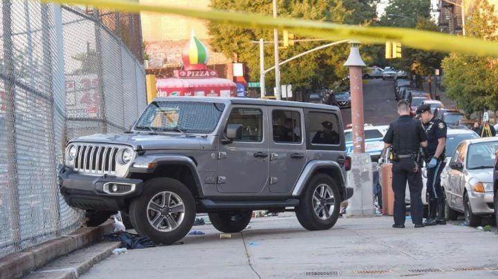 Conductor de un Jeep se sube a la banqueta y arrolla a seis integrantes de una familia