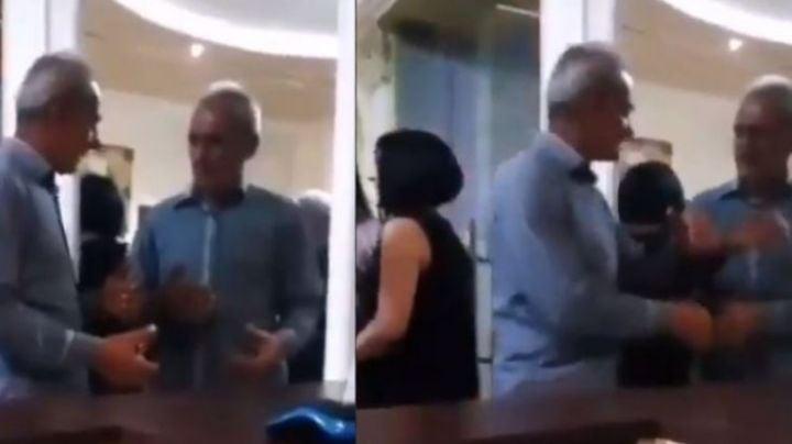 VIDEO: Estallan en risas por un hombre que bebió de más y enfureció ¡con su reflejo!