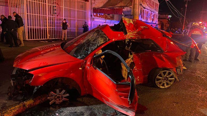 FUERTES IMÁGENES: Accidente de Audi deja 4 muertos; salieron disparados por las ventanillas