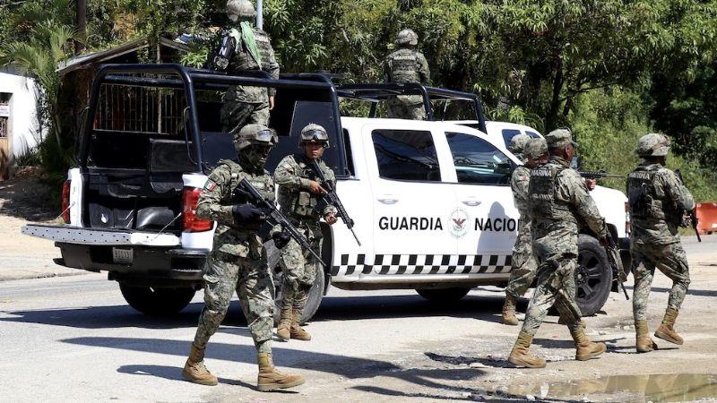 VIDEO: Simpatizantes del PT se enfrentan con palos y piedras a Guardia Nacional en Veracruz