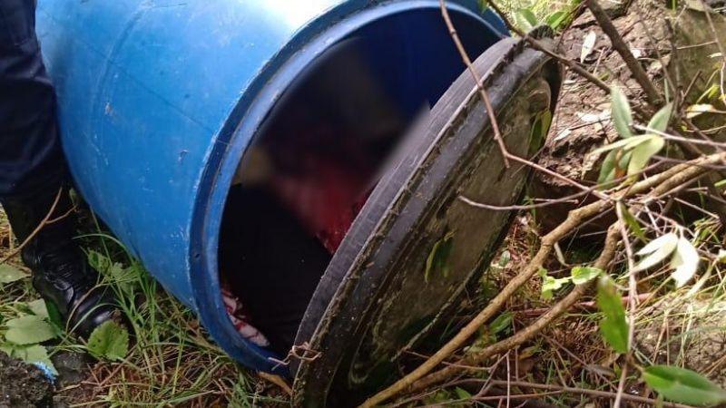 Macabro: Abandonan el cadáver de una pareja dentro un tambo; tenían huellas de tortura