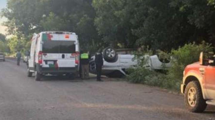 Conductor alcoholizado vuelca su camioneta; uno de los pasajeros perdió la vida
