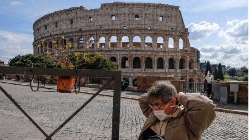 Italia retirará el uso obligatorio de cubrebocas al aire libre en zonas blancas