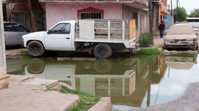 Ciudad Obregón: Vecinos de la colonia 'Machi' López viven entre aguas negras y fétidos olores