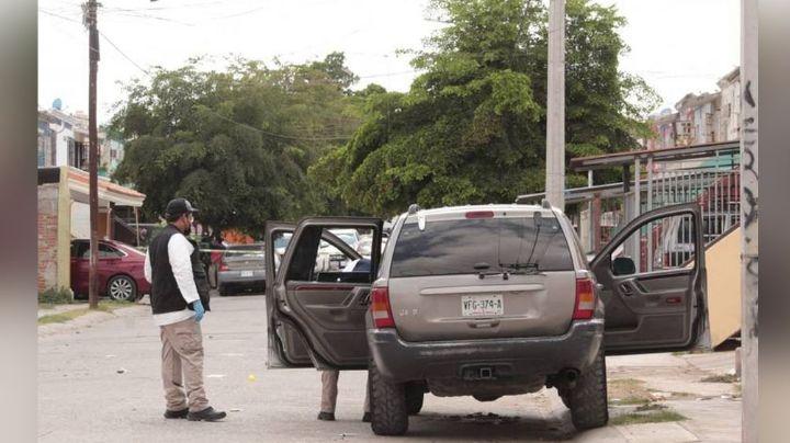 Violencia, imparable: De un vehículo a otro, conductor es asesinado a tiros sin misericordia en Culiacán