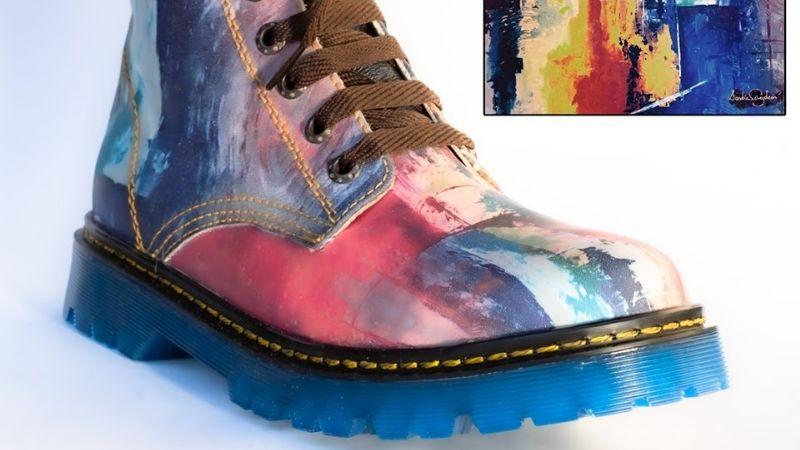 La cajemense Sandra Pérez León plasma sus creaciones artísticas en zapatos y botas