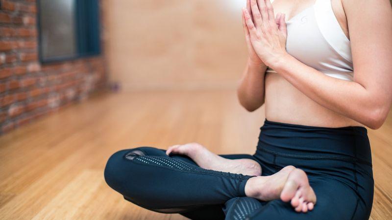 Este ejercicio de 90 segundos te ayudará a reducir el estrés laboral de forma eficaz