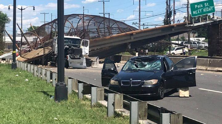 VIDEO: Puente peatonal cae sobre una autopista en Washington DC; se reportan seis heridos