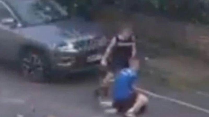 """""""Pensó que iba a morir"""": Por venganza, niño de 12 años es golpeado por un papá"""