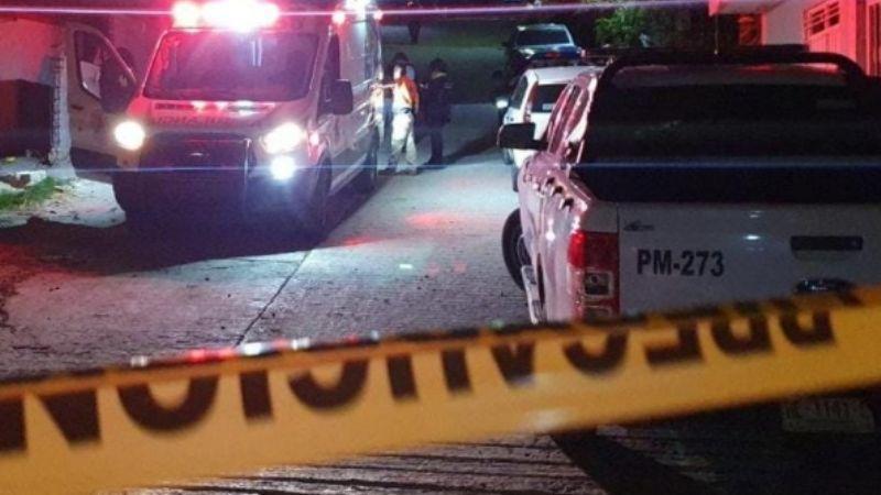 Disparan hasta la muerte a un hombre; su cuerpo quedó tendido en el patio de su casa