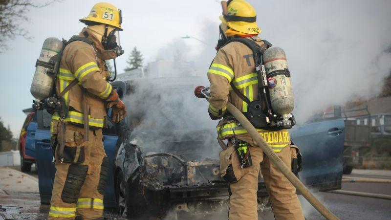 ¡De no creerse! Causan brutal explosión para incendiar vehículo en vivienda de Hermosillo