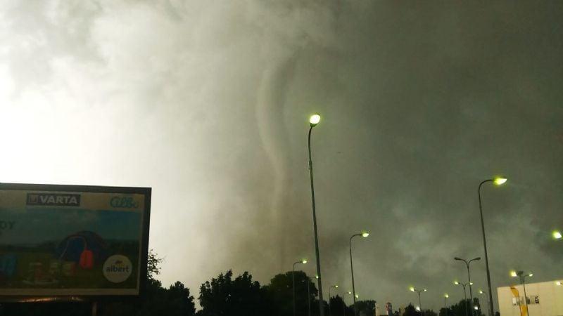 VIDEO: Tornado arrasa con un pueblo entero en República Checa; hay varios heridos y desaparecidos