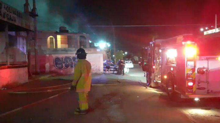 Impresionante incendio en vieja hielera de Hermosillo atemoriza a vecinos de la Olivares