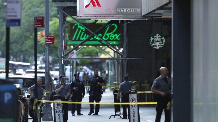 ¡De terror! Turista termina herido de bala cuando caminaba por Times Square con su familia
