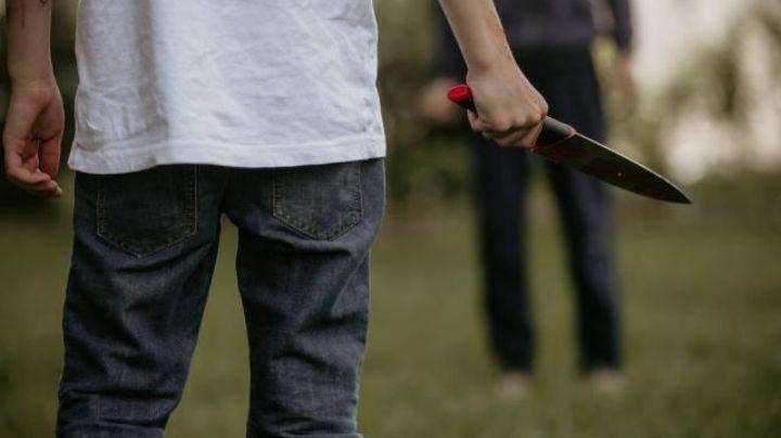 """""""Le clavaré un cuchillo"""": Niño de 12 años es apuñadado y asesinado por adolescentes; niña lo engañó"""