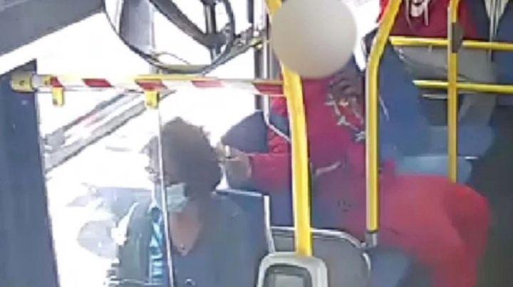 IMÁGENES: Este es el momento en el que adolescente le prende fuego a mujer en autobús