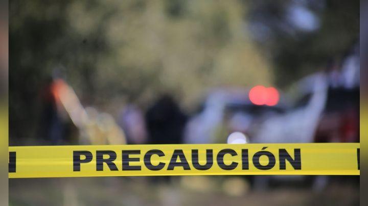 De múltiples impactos de bala, sicarios asesinan a un hombre en vía pública