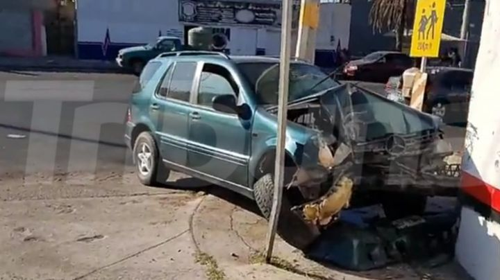 Conductor resulta lesionado tras fuerte choque en Guaymas; lo provocó un motociclista