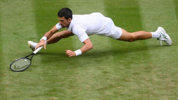 Resbala.. peor no cae; Novak Djokovic avanza a la siguiente ronda en Wimbledon