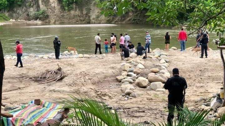 Hallan muerto a un hombre que fue arrastrado por la corriente en el río de Atoyac