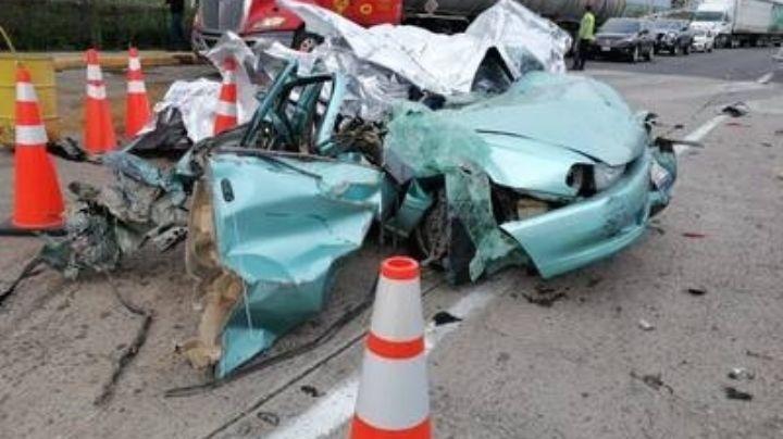 FUERTE VIDEO: El terrible momento en el que tráiler destroza auto y mata a 4 personas en Jalisco