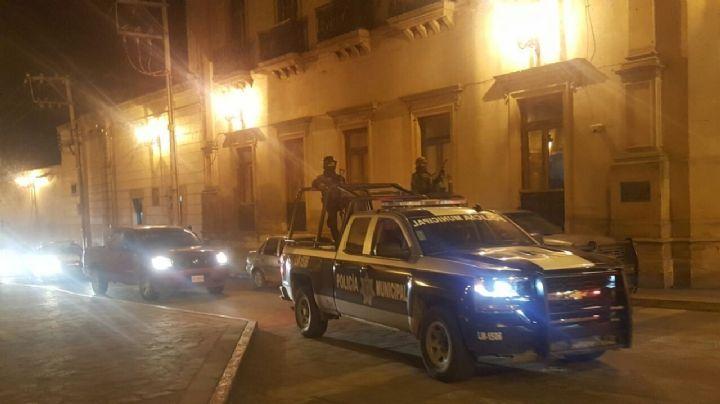 Fuerte enfrentamiento entre polícias y delincuentes deja un oficial herido; los criminales huyeron