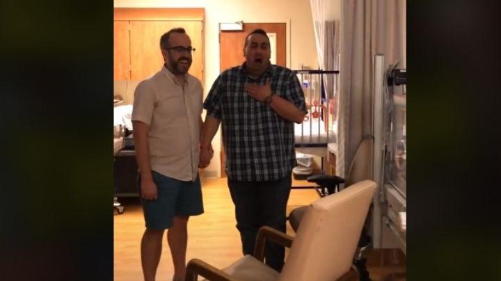 Millones de usuarios lloran con este VIDEO; una pareja gay ve a su bebé por primera vez