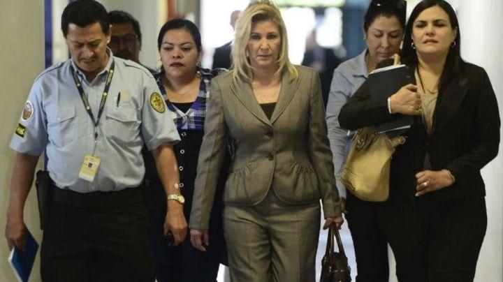 Condenan a 10 años de cárcel a esposa de expresidente de El Salvador por lavado de dinero