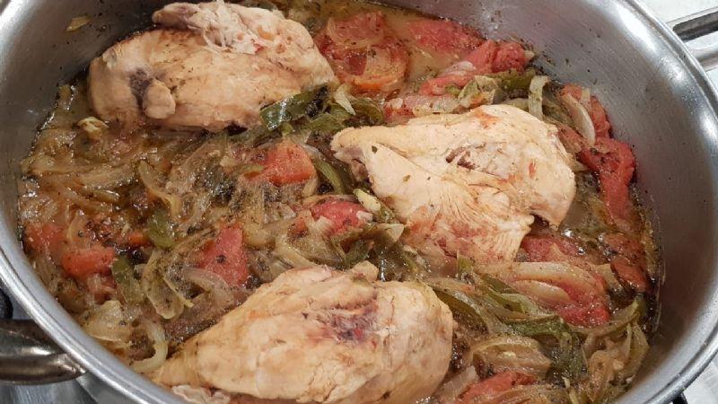 Delicioso manjar: Disfruta de un rico pollo a la cacerola; su sabor deleitará a tu familia