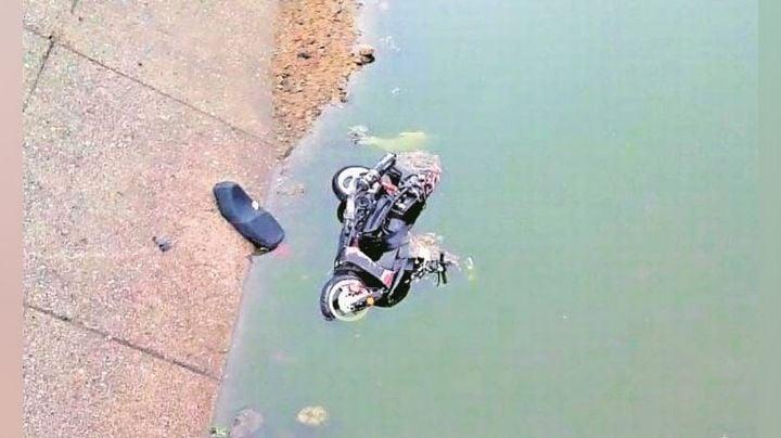 Lamentable: Encuentran el cadáver de un hombre a la orilla de un lago; cayó mientras paseaba en moto