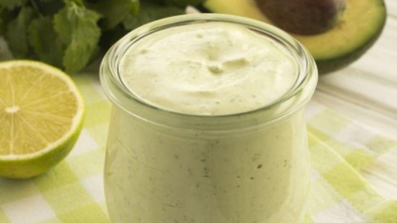 Haz de tus ensaladas el platillo más exquisito y saludable con este aderezo de aguacate