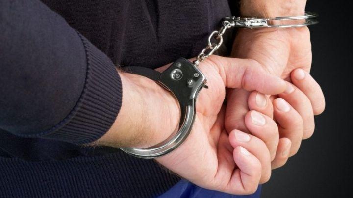 Alejandro protagonizó pelea con su esposa y le dio golpiza; lo arrestan en posesión de 43 balas