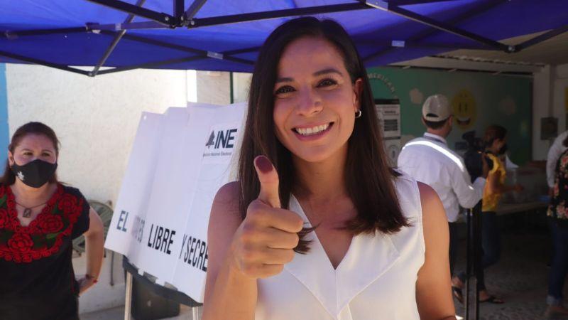 Anabel Acosta, candidata de 'Va por Sonora' cumple con su deber cívico al votar