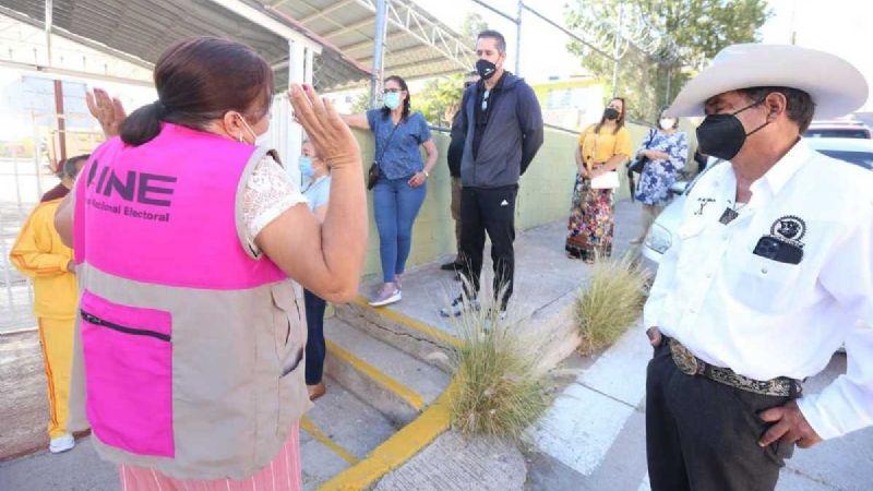 Ciudadanos furiosos denuncian proceso electoral lento; se registran filas largas para votar