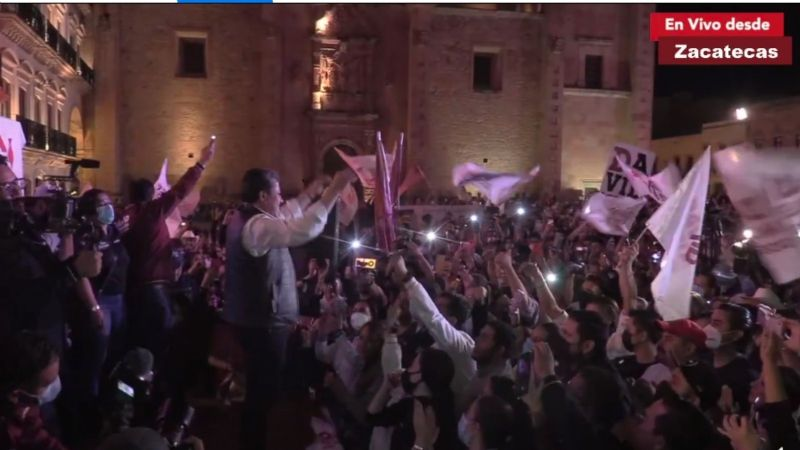 David Monreal celebra la victoria con música y pirotecnia; Claudia Anaya solo agradece