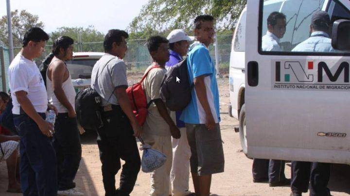 Rescatan a 96 migrantes hacinados en un remolque para caballos en Hidalgo