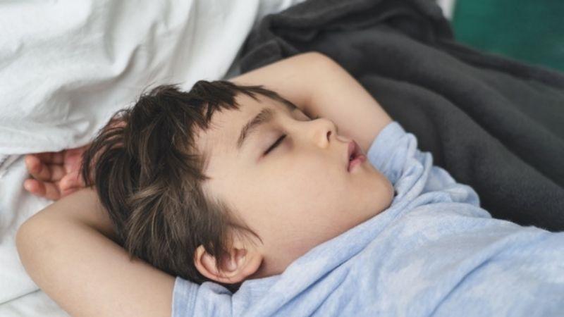 ¿Tus hijos no pueden dormir? El insomnio infantil estaría relacionado con la ansiedad