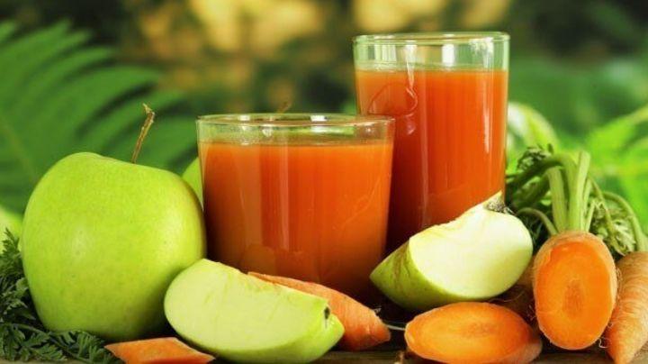 Este delicioso jugo de zanahoria y manzana te ayudaría a tener un vientre plano