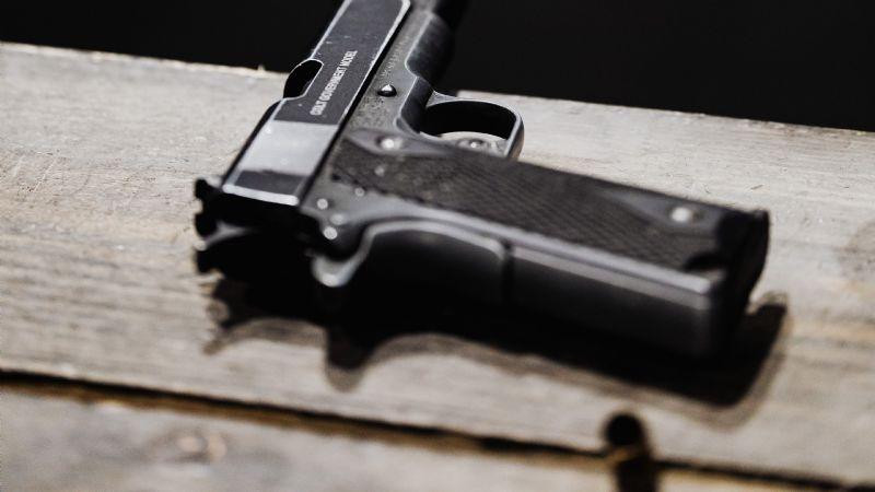 Claudia y Carlos asesinan a un hombre; ella le dio el arma y él lo acribilló sin piedad